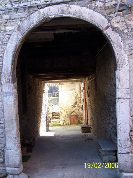 Scheda tecnica dei portali in pietra come restaurarli for Planimetrie della cabina ad arco